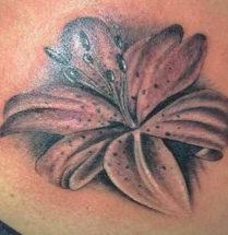 Lelie tatoeage geplaatst door Dutch Ink