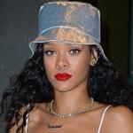 Septum piercing van Rihanna