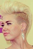 Miley Cyrus met helixpiercing