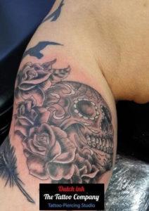Chicano skull met bloemen