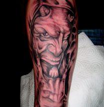 Demon op onderarm