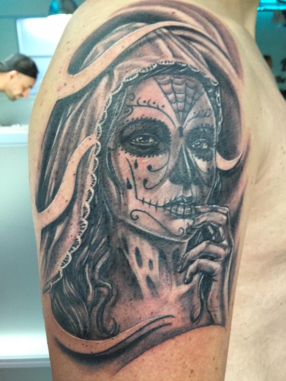 Zeer Sugar skull tattoo laten zetten? Uitleg over de betekenis en stijl! NZ17