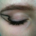 Kleine vleugel tattoo geplaatst rond het oog