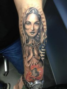 Maria op onderarm