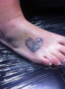 Vingerafdruk hart op voet