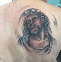 Jezus op rug