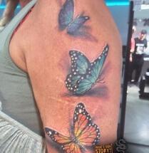 Vlinders op bovenarm