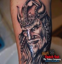 Viking op onderbeen