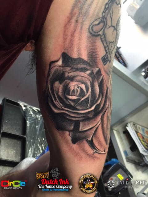Roos tattoo voorbeelden laat je inspireren door dutch ink for Virtual tattoo workshop