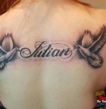 2 Duiven met naam tattoo op rug
