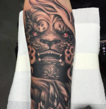 Chinese tempel leeuw op onderarm