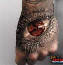 Uchiha oog op hand