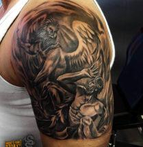 Angel en demon op bovenarm