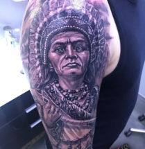 Indiaan op bovenarm