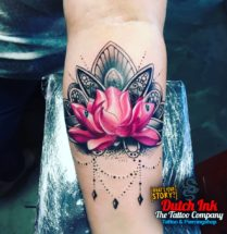 Lotusbloem op onderarm