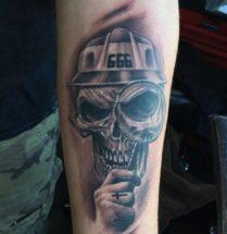 666 schedel op onderarm
