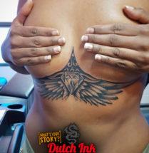Diamant en vleugels onder borst