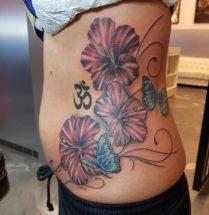 Bloemen en vlinders op zij