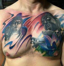 boeddhistische tattoo op borst