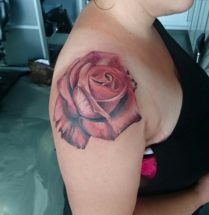 Roos op bovenarm