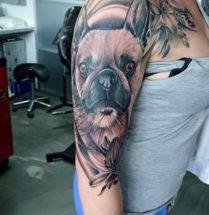 Portret hond op bovenarm